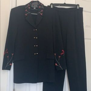 Like New St. John Collection 2 piece suit. Size 8